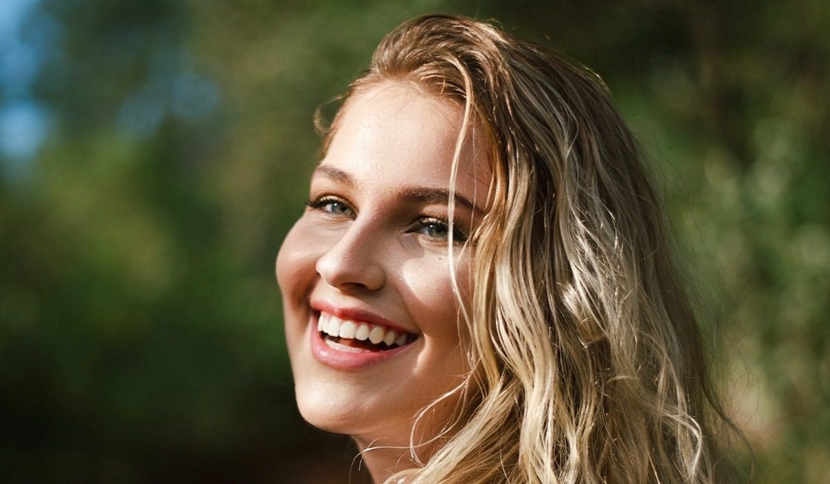 beautiful-beauty-blond-hair-2677393-1200x700.jpg