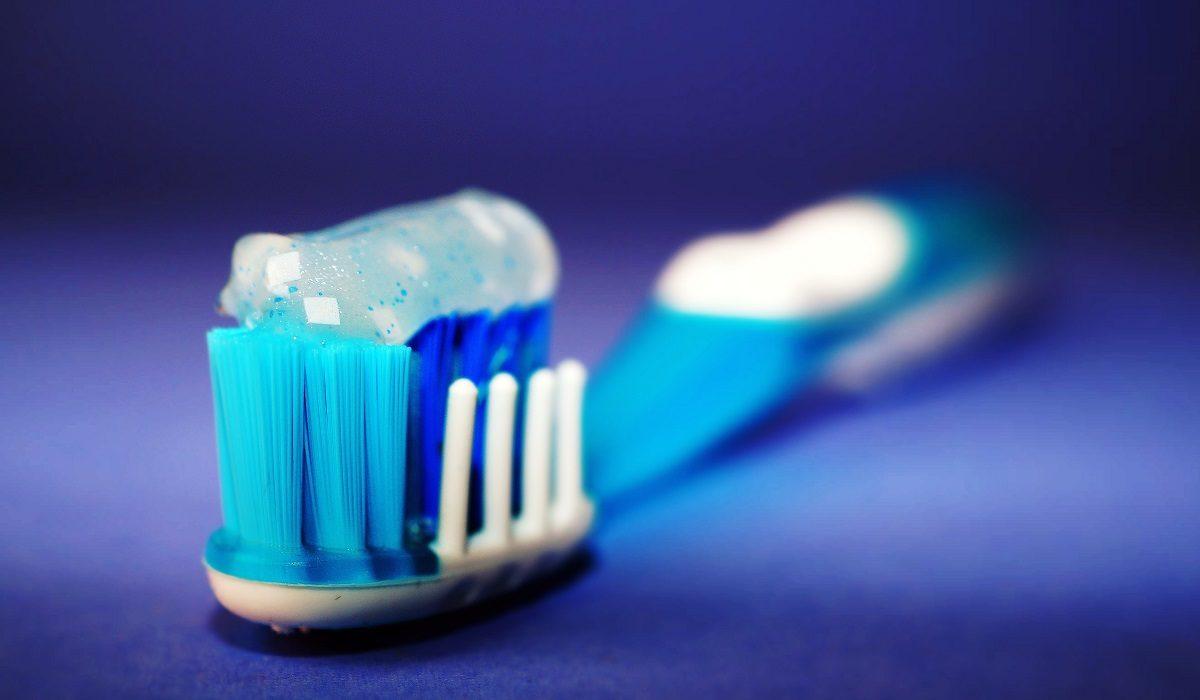 che-succede-se-non-lavi-i-denti-per-24-ore-distefano-dentista-catasnia-1200x700.jpg